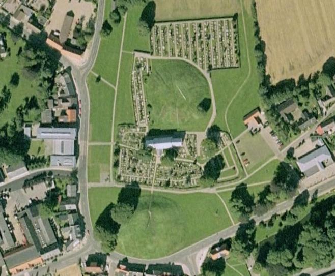 Foto aérea de tumulos, iglesia y centro de interpretación